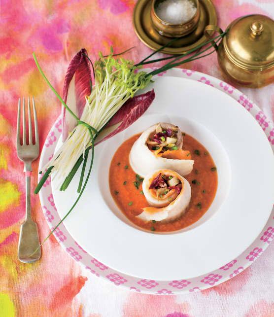 Roulades de tilapia au saumon fumé et tombée d'endives à la sauce rosée