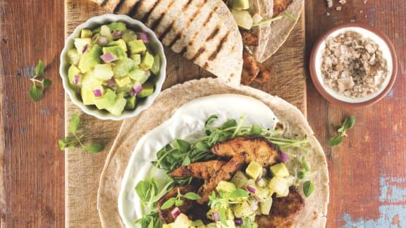 Tacos au poisson grillé, salsa à l'avocat et au pamplemousse