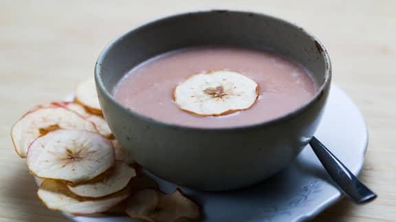 Soupe aux pommes, céleri-rave et sirop d'érable