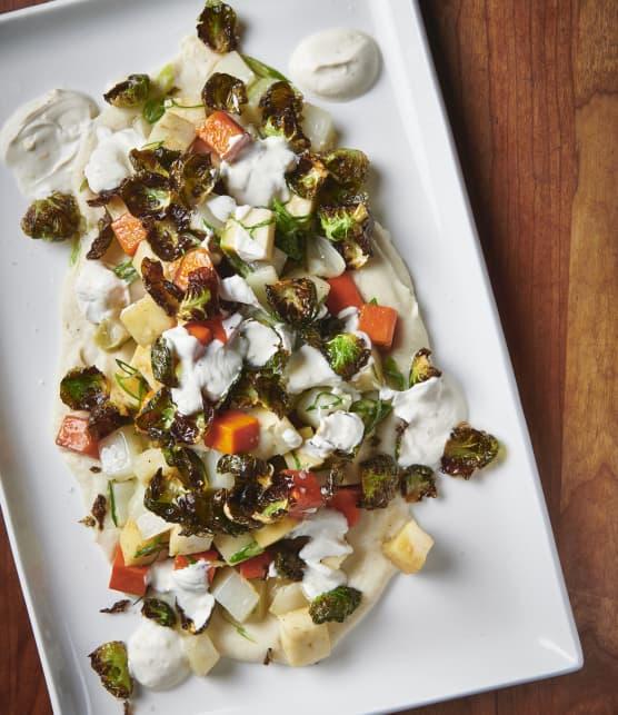 Sauté de légumes glacés au romarin, purée de topinambour, chips de Bruxelles et yaourt citronné