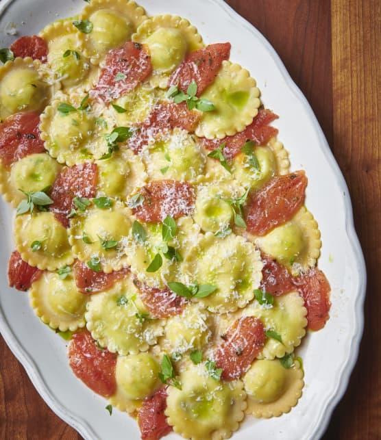 Raviolis fromage, tomates et basilic