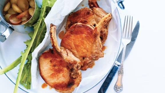 Lundi : Côtelettes de porc sauce au vin, miel et raisins