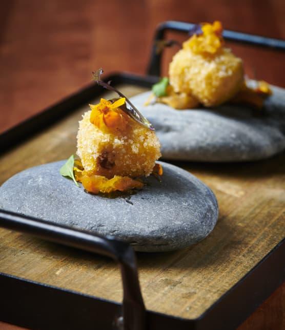 Cromesquis de foie gras de canard sur pickles de courge Butternut au vinaigre d'érable