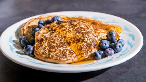 Pancakes à l'aquafaba et aux bleuets