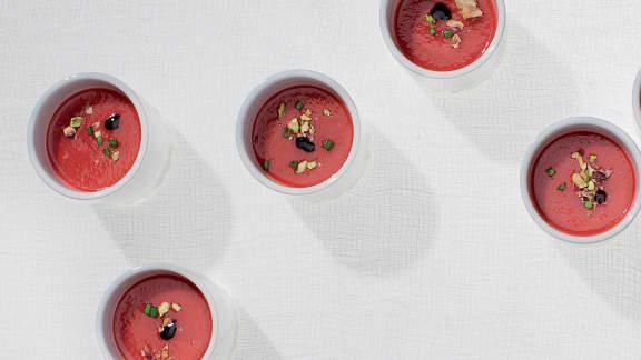 Gaspacho de framboises et de poivrons rouges