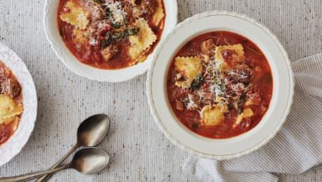 Soupe florentine à la saucisse italienne & aux raviolis