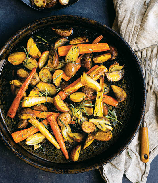 Légumes oubliés rôtis aux fines herbes et à l'ail