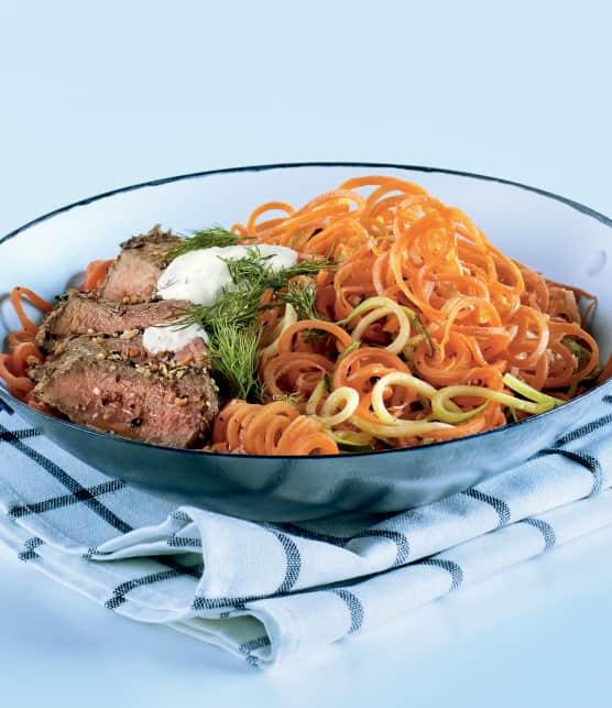 Bœuf aux spaghettis de carottes et de courgettes et sa sauce à l'aneth