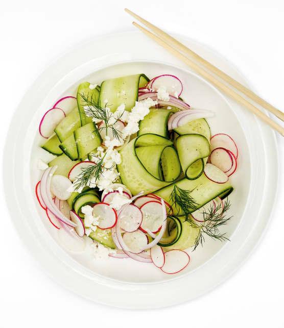 Salade de concombre aux radis, échalotes, feta et aneth