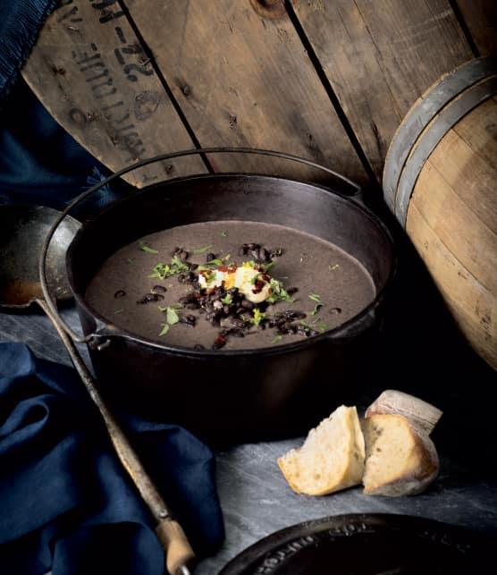 Potage aux haricots noirs et à la bière