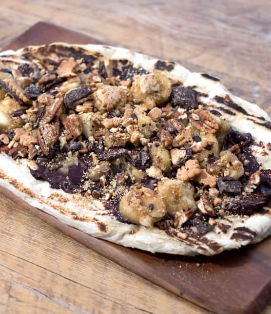 pizza au crémeux de chocolat, bananes et pacanes