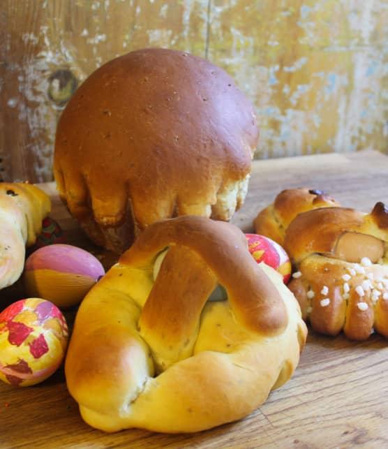 Brioches et pain brioché de Pâques