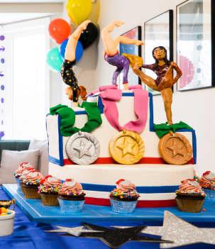 Gâteau podium et médaille d'or