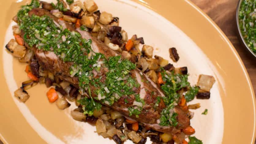 Filet de porc rôti au thym, ragoût de légumes racines et chimichuri