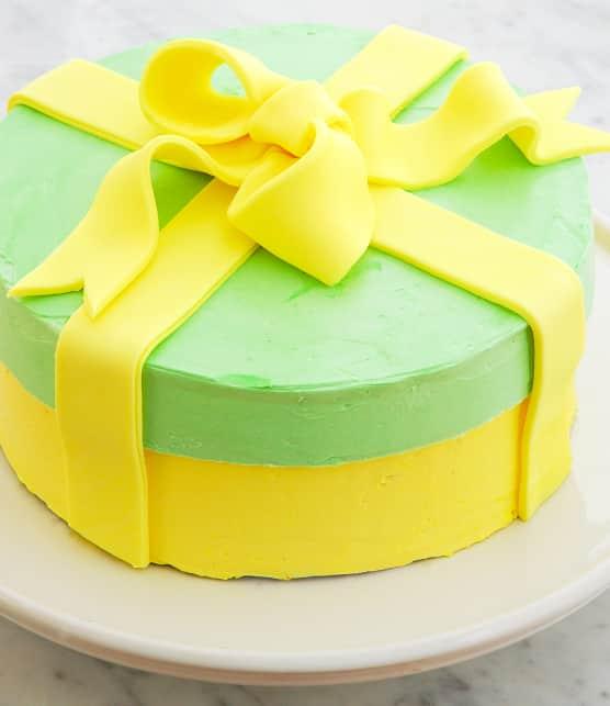 Gâteau « boîte à chapeau » au citron et à la crème au beurre suisse