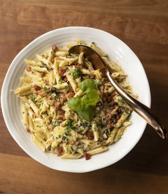 Penne sauce mascarpone, pancetta et poivrons grillés