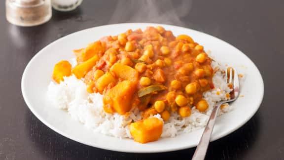Curry de pommes de terre aux pois chiches (aloo chole)