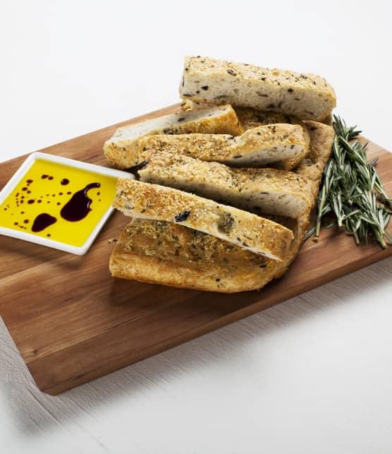 Réaliser une focaccia aux olives et au romarin