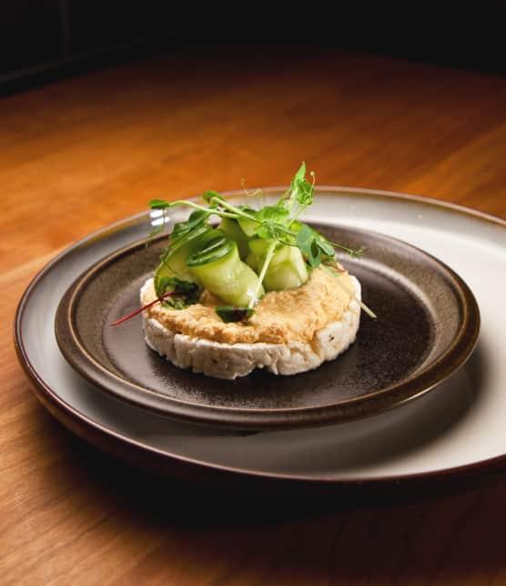 Tartinade de tofu et pickles de concombre