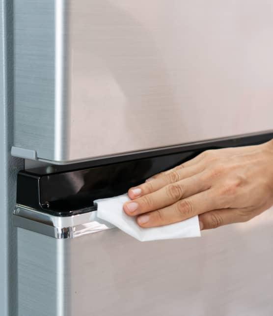 Voici comment en finir avec les traces de doigt sur le frigo!