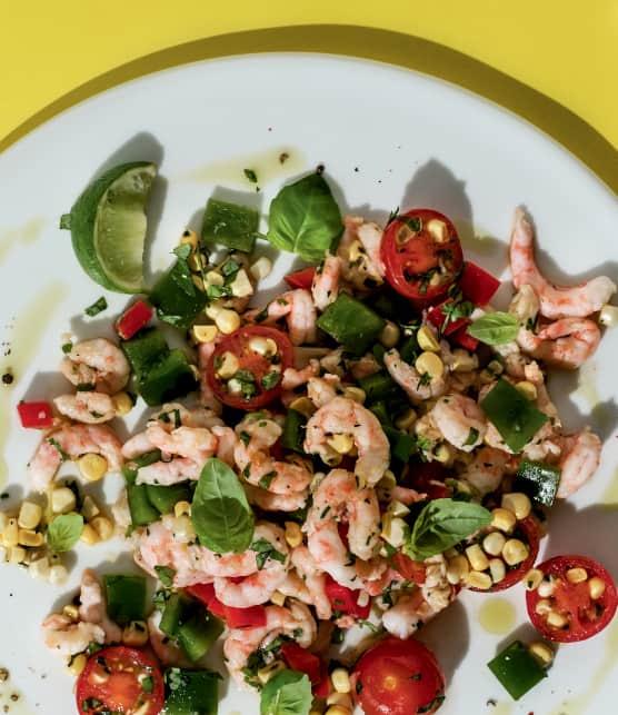 Salade de maïs cru, crevettes herbes fraîches