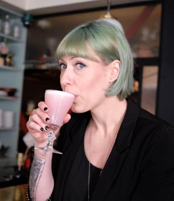 Julie Bélanger-Cateysson nous présente ses deux cocktails préférés : le Clover Club et le Paper Plane