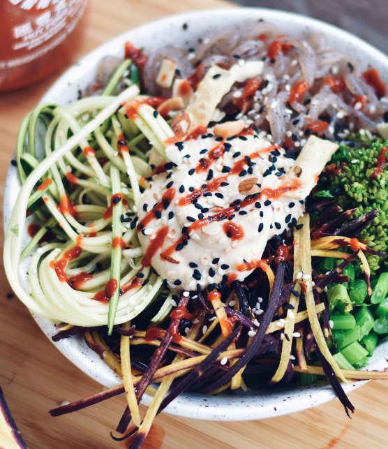 Nouilles asiatiques au tofu et légumes du moment