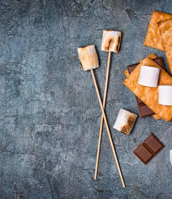 Guimauves rôties au caramel et à la chapelure de biscuits au chocolat