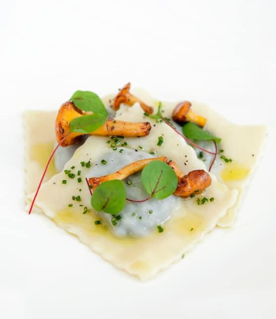 Raviolis aux champignons sauvages, sel de truffe et beurre de sauge citronné