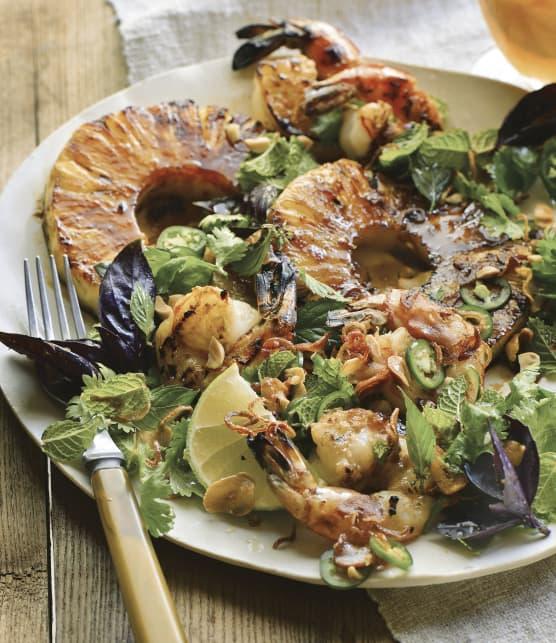 Salade d'ananas et de crevettes grillées aux arômes du Vietnam