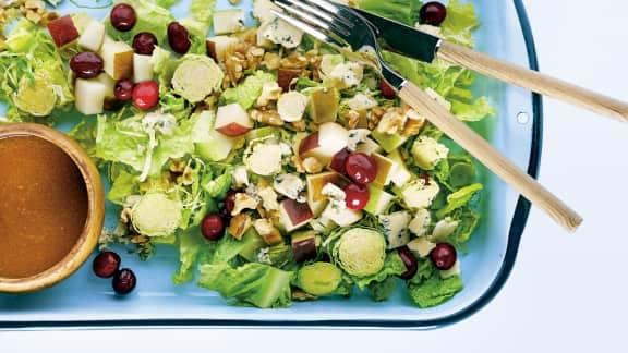 Salade de choux de Bruxelles aux poires et au fromage bleu