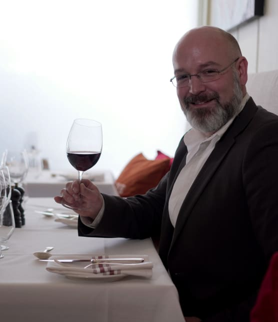 Le sommelier Cory Ciona vous explique comment commander un vin dans un restaurant