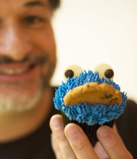 Décorer les cupcakes avec une poche à pâtisserie