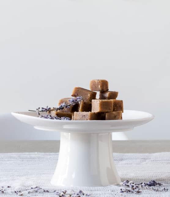 carrés de sucre à la crème à la lavande