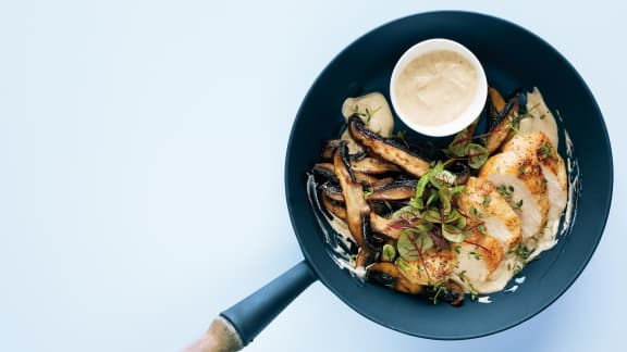 Poulet aux portobellos grillés, sauce dijonnaise et thym