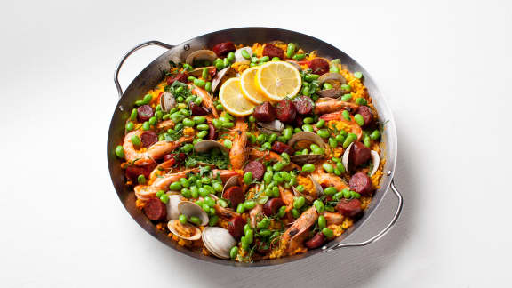 Paella aux palourdes et au chorizo