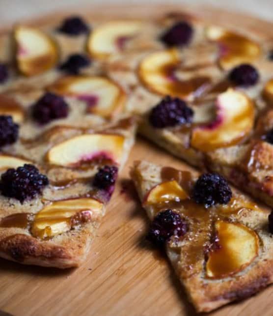 Recette de pizza sucrée aux nectarines et à la frangipane