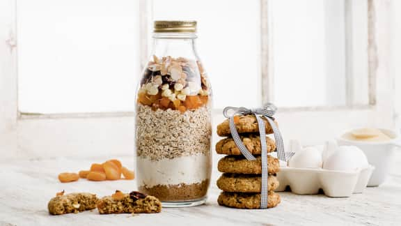 Biscuits à l'avoine, au chocolat blanc, aux amandes et aux fruits séchés