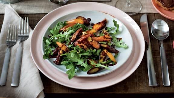 Salade de carottes à la réduction balsamique et cacao, sur lit de roquette