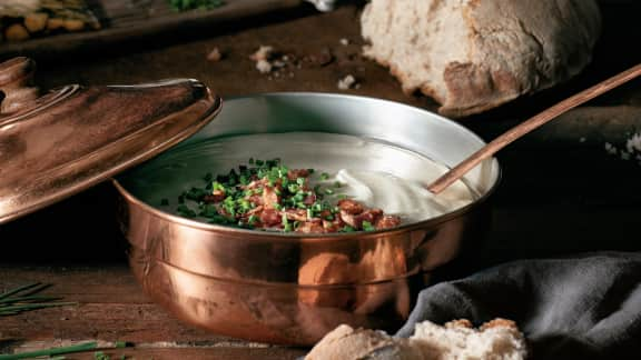 Soupe de topinambours au bacon et à la ciboulette