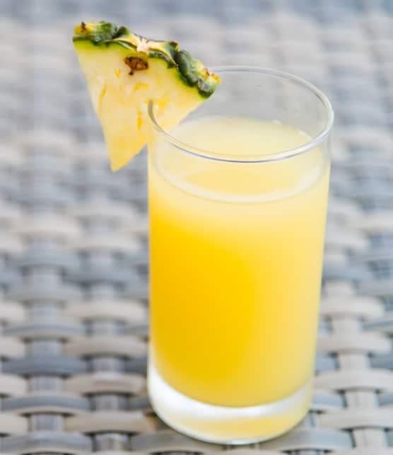 Boisson sportive maison à l'ananas