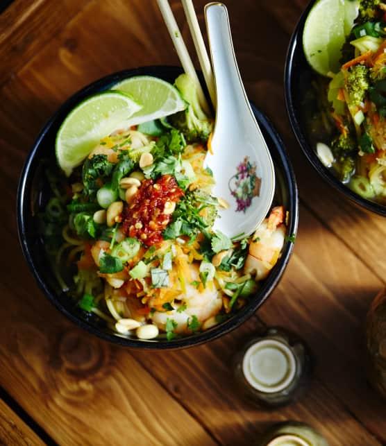 One-pot meal de pâtes style phô aux crevettes