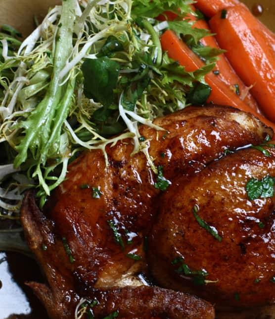 poulet de Cornouailles cuit sous briques, vinaigrette à l'érable et à la moutarde