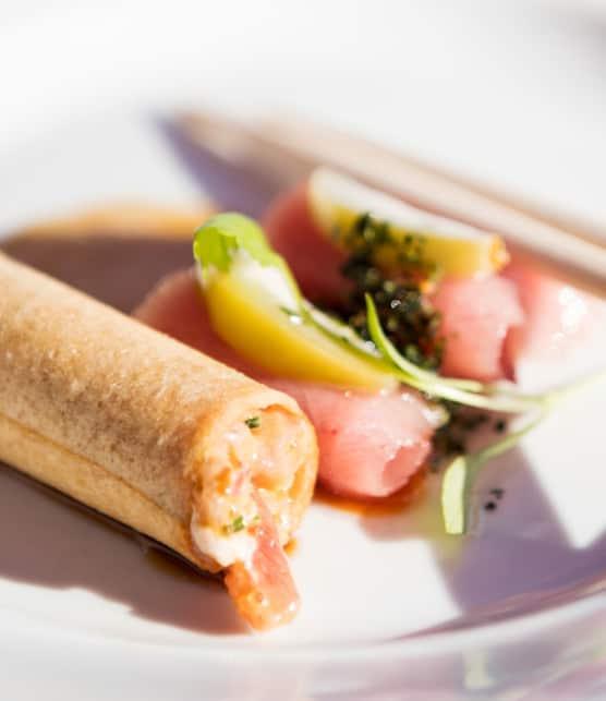 sashimi de thon rouge Bluefin de pêche durable, à la poudre de Nori, tartare de thon légèrement relevé et tobiko yuzu, émulsion de soya au wasabi frais et sykio miso