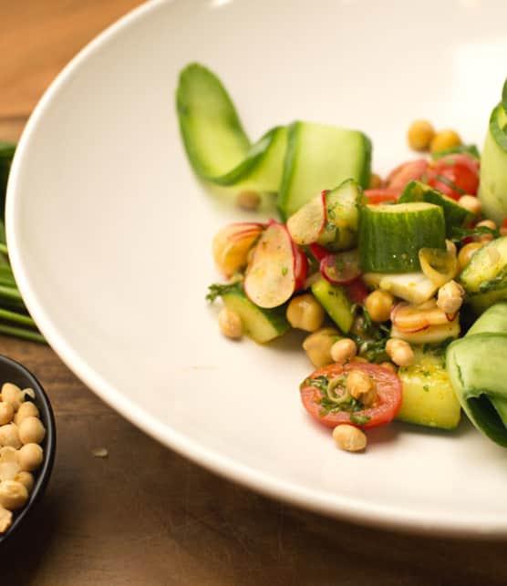 salade de légumes frais et vinaigrette marocaine