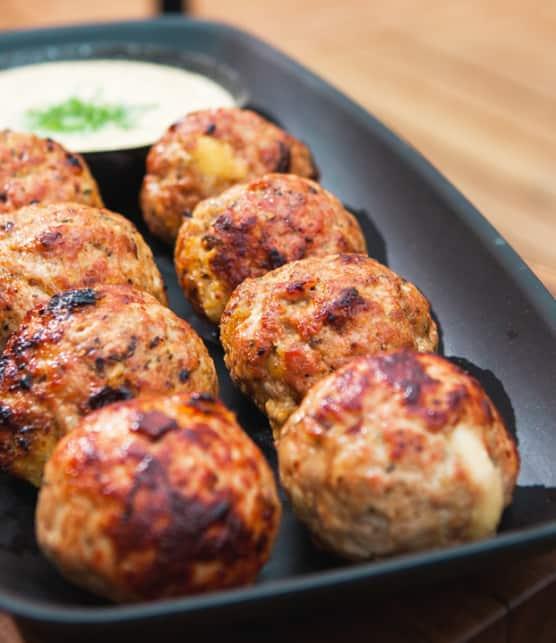 boulettes de veau et porc sur le BBQ avec aïoli à la moutarde