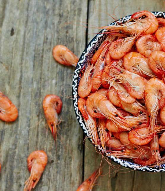 tapas de crevettes et de saucisson Calabrese