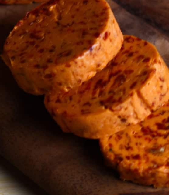 beurre à l'ail et aux tomates séchées