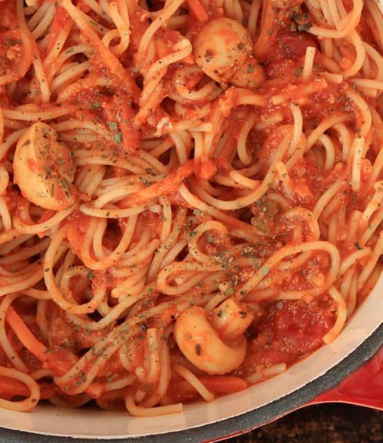 sauce aux tomates fraîches, aux champignons et au vin blanc