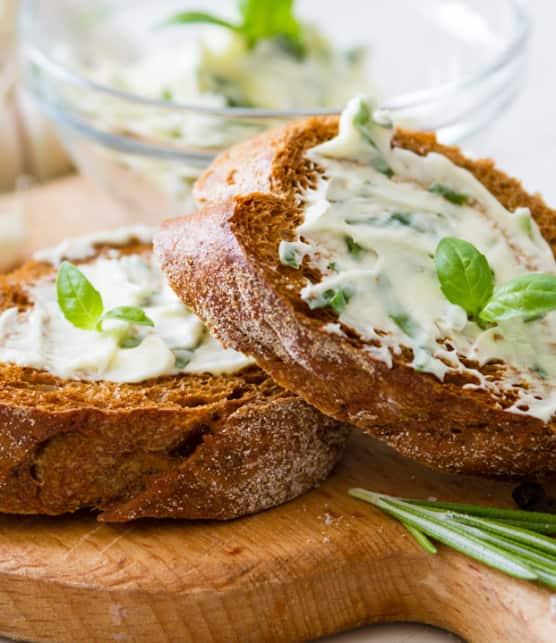filet mignon d'Obersteiner (Pain grillé au beurre aux fines herbes et à l'ail)